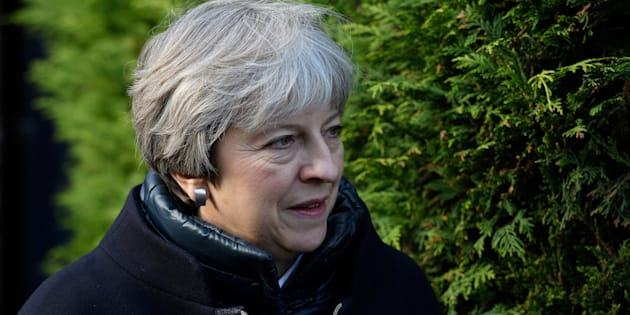 La primera ministra del Reino Unido, Theresa May, haciendo campaña por su partido de cara a las elecciones locales, el pasado día 13, en el suroeste de Londres.