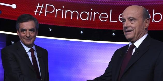 Alain Juppe et Francois Fillon se serrent la main quelques minutes avant le débat d'entre-deux-tours de la primaire de la droite et du centre, jeudi 24 novembre. REUTERS/Eric Feferberg/Pool