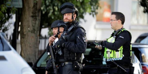 Un grupo de agentes de la Policía Armada, esta mañana en la estación atacada, la de Parsons Green.