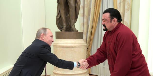Vladimir Poutine et Steven Seagal à Moscou en 2016.