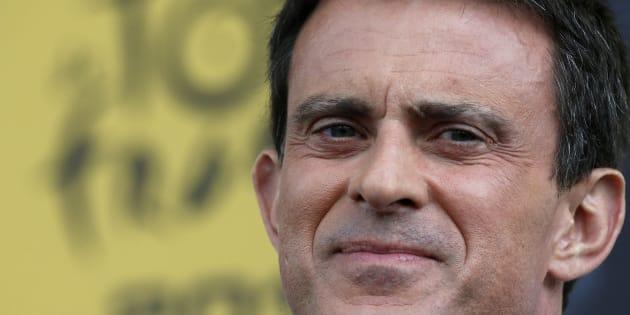 Manuel Valls sur le parcours du Tour de France en 2015.