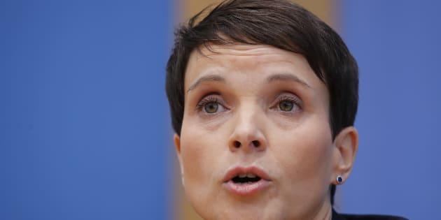 """La """"moderata"""" Frauke  Petry lascia l"""