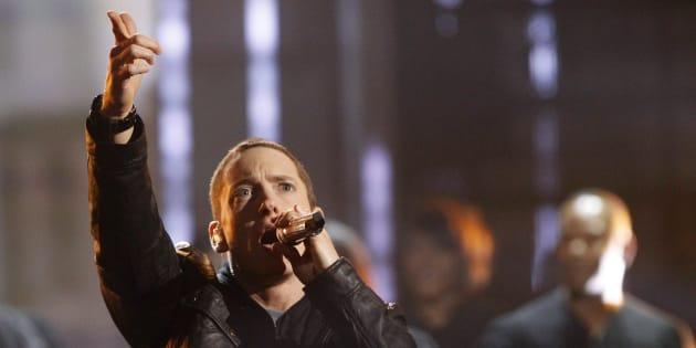 """Très engagé politiquement, le rappeur Eminem a ajouté un couplet anti-armes à feu à son morceau """"Nowhere Fast"""", lors de la cérémonie des iHeartRadio Music Awards."""