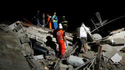 Les images du sauvetage d'un bébé après le séisme