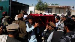 Un brutal ataque talibán contra una base militar en Afganistán deja 140