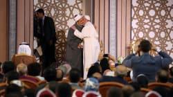 La très symbolique accolade entre le Pape François et le grand imam au