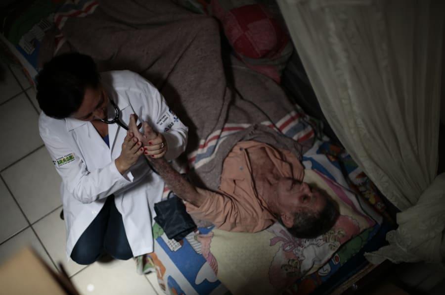 Resultado de imagem para medicos cubanos