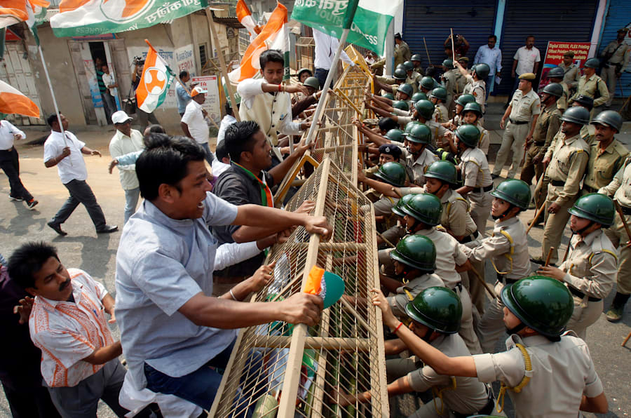 Demonstrators try to cross a police barricade during a protest organized by India's main opposition Congress party against demonetisation, in Agartala, India, February 17, 2017. REUTERS/Jayanta Dey