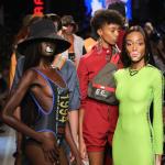 Modelos con tres tetas desfilaron sobre la pasarela de Milan Fashion