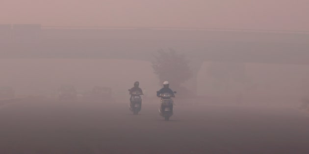 Commuters make their way amidst the heavy smog in New Delhi, India, October 31, 2016.