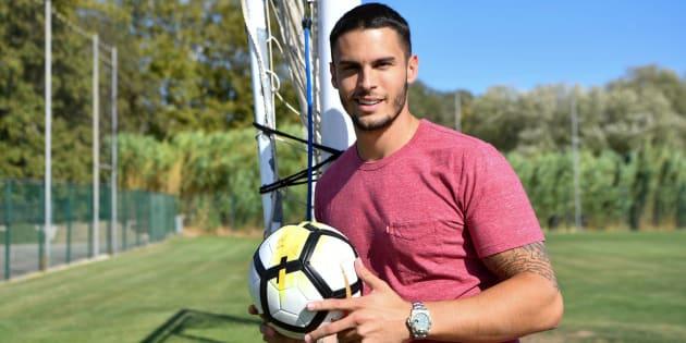 Le mannequin Baptiste Giabiconi remercié du club de foot qu'il présidait pour mauvaise gestion financière.