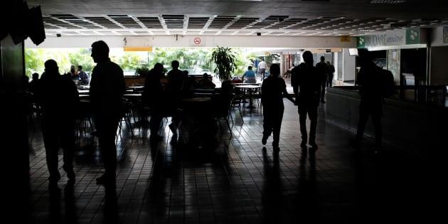 Apagón deja a oscuras a 12 estados en Venezuela