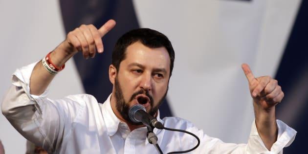 Salvini e la divisioni nella Lega: 'Con Bossi parlo, a gesti'