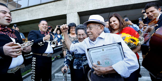 Fabio Alvarado, 91, originally from El Salvador and who was sworn in as a U.S. citizen on election day, arrives with his wife Marta, 80,  to vote in the U.S. presidential election at LA County Registrar's office in Norwalk, California, U.S., November 8, 2016.   REUTERS/Mario Anzuoni  TPX IMAGES OF THE DAY