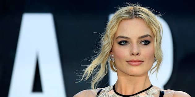 Australian actress Margot Robbie has used a hosting role on SNL to support same-sex marriage.