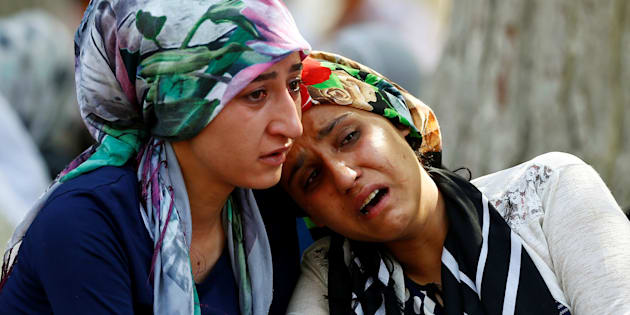 Women mourn as they wait in front of a hospital morgue in the Turkish city of Gaziantep, after a suspected bomber targeted a wedding celebration in the city, Turkey, August 21, 2016. REUTERS/Osman Orsal