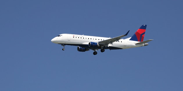 A Delta Airlines Embraer 175, with Tail Number N604CZ, lands at San Francisco International Airport, April 14, 2015.