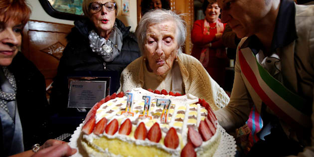 Emma Morano, thought to be the world's oldest person and the last to be born in the 1800s, blows candles during her 117th birthday in Verbania, northern Italy November 29, 2016. REUTERS/Alessandro Garofalo     TPX IMAGES OF THE DAY