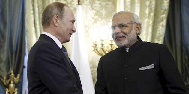 Russia's President Vladimir Putin (L) shakes hands with India's Prime Minister Narendra Modi during a meeting at the Kremlin in Moscow, Russia, December 24, 2015.   REUTERS/Maxim Shipenkov/Pool