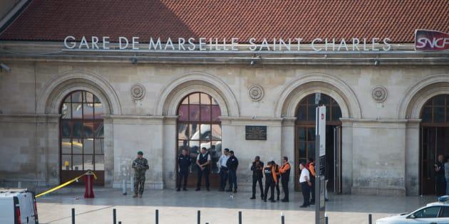 """Attaque au couteau à Marseille: """"Aucun élément"""" ne relie """"à ce stade"""" l'assaillant à Daech"""