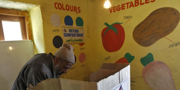 A voter casts his vote at a polling station during the first phase of the Jammu and Kashmir state assembly elections at Baba Nagri, east of Srinagar November 25, 2014. The five-phased polls in Jammu and Kashmir will end on December 20 and the results would be announced on December 23.