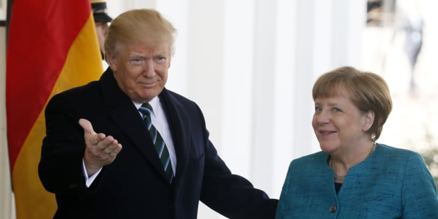 Donald Trump accueillant Angela Merkel à son arrivée à la Maison Blanche