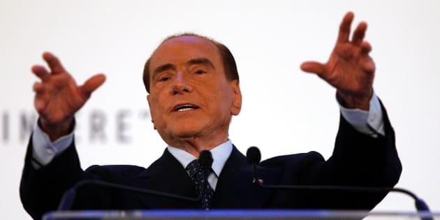 """Berlusconi vuole il voto degli anziani: """"Pensioni minime da 1000 euro e farà il ministero della terza età"""""""