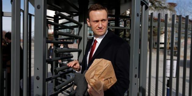 Alexei Navalny sale de la Corte Europea de Derechos Humanos de Estrasburgo, el pasado día 24, tras exponer sus acusaciones contra el Gobierno ruso.