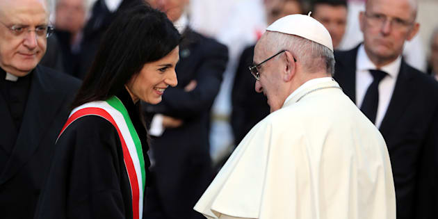 """La preghiera di Francesco alla Madonna per i romani: """"Perché affrontino con pazienza i disagi e non si rassegnino"""""""
