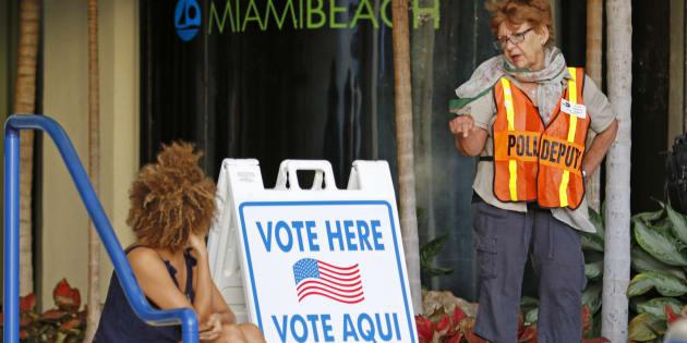 Un bureau de vote de Miami Beach, lors de l'élection présidentielle américaine de ce 8 novembre 2016.  REUTERS/Joe Skipper