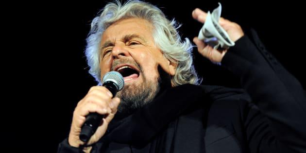 Il sarcasmo criptico di Beppe Grillo sul voto online su Salv