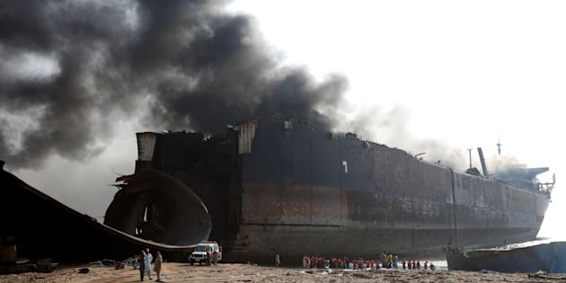 Rescue workers gather near the burning oil tanker at the ship-breaking yard in Gaddani, Pakistan, November 2, 2016.