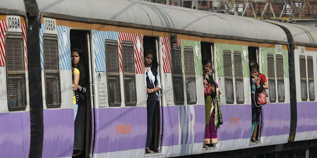 Commuters stand on the doors of a suburban train as it approaches the Churchgate railway station in Mumbai, India, February 25, 2016. REUTERS/Shailesh Andrade