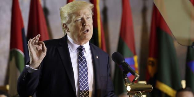 """Il presidente degli Stati Uniti Donald Trump all'U.S. Holocaust Memorial Museum per la giornata celebrativa """"Giorni della rimembranza"""", tenutasi a Washington il 25 aprile 2017 (Credit: REUTERS/Kevin Lamarque)"""