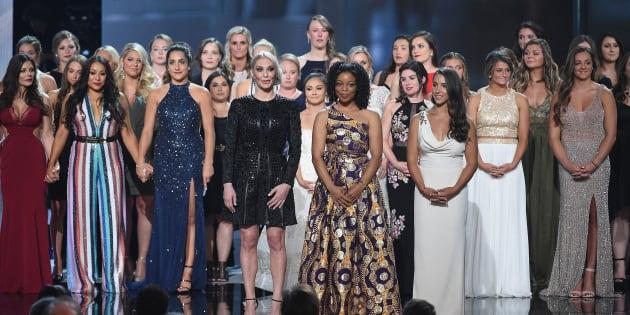 Sarah Klein, Tiffany Thomas Lopez, Aly Raisman et les lauréats du prixArthur Ashe du courage aux ESPYS Awards 2018, le 18 juillet, à Los Angeles, Californie.