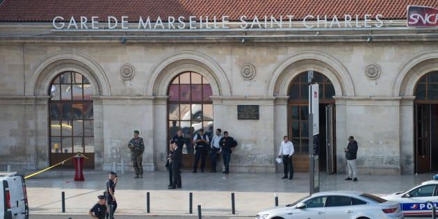 Attaque au couteau à Marseille: le frère de l'assaillant mis en examen