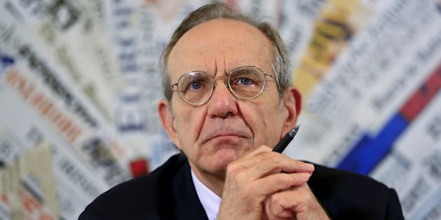 Italian Economy Minister Pier Carlo Padoan attends a news conference with the foreign press in Rome, Italy, August 4, 2015. REUTERS/Tony Gentile/File photo