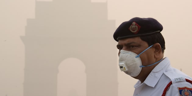 This photo taken on November 9, 2017 shows an Indian policeman wearing a protection mask as he works near India Gate amid heavy smog in New Delhi.