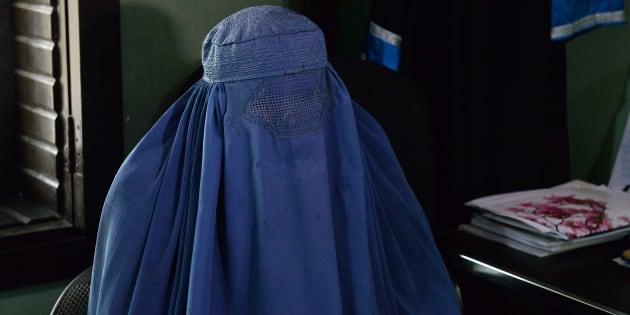Esta fotografía tomada el 16 de enero de 2017, muestra a Nadia, una mujer afgana  de 22 años, que está tratando de divorciarse de su marido.
