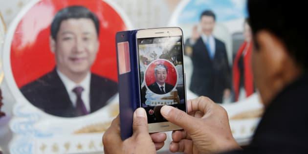 Le nom de Xi Jinping inscrit dans la constitution du PCC — Chine