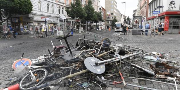 Violences au G20: la presse allemande fait porter le chapeau à Angela Merkel (Photos: un amas de débris dans les rues de Hambourg, samedi 8 juillet 2017, au lendemain de violents affrontements)