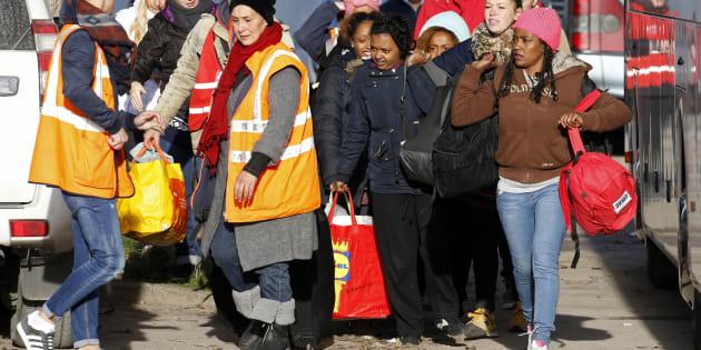 "Des migrants quittant la ""Jungle"" de Calais le 3 novembre 2016."