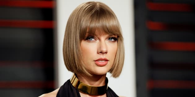 Taylor Swift has taken time out of her day to put a smile on the face of some lucky young fans.