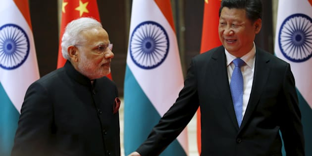 File photo of Chinese President Xi Jinping (R) and Indian Prime Minister Narendra Modi.