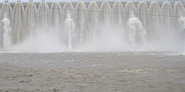 The overflowing Sardar Sarovar Narmada dam in Kavadia, 194 km (121 miles) south of the western Indian city of Ahmedabad, August 10, 2012.