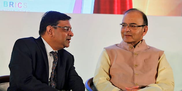 The Reserve Bank of India (RBI) Governor Urjit Patel speaks with India's Finance Minister Arun Jaitley (R) at a seminar in Mumbai, India, October 13, 2016.