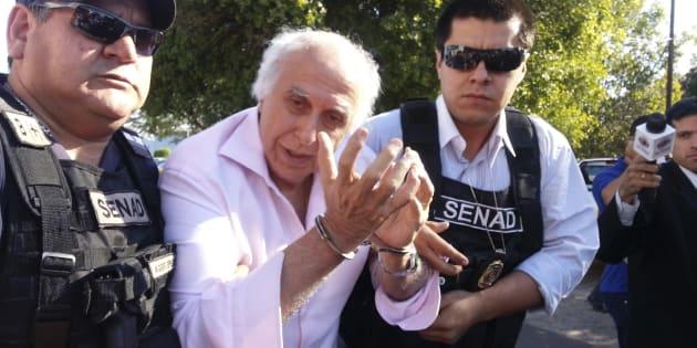O momento da primeira prisão de Roger Abdelmassih em Assunção, no Paraguai, em 2014.
