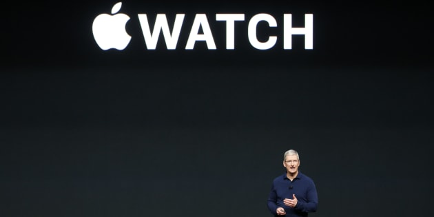 Apple Inc CEO Tim Cook discusses the Apple Watch Series 2 during a media event in San Francisco, California, U.S. September 7, 2016.  REUTERS/Beck Diefenbach