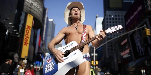 """A Times Square (New York), """"Naked Cowboy"""" est un véritable symbole."""
