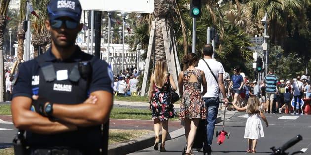 Un policier municipal sur la Promenade des Anglais de Nice, le 17 juillet 2016.